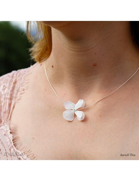 Collier-de-fleurs-stabilisees-Lola