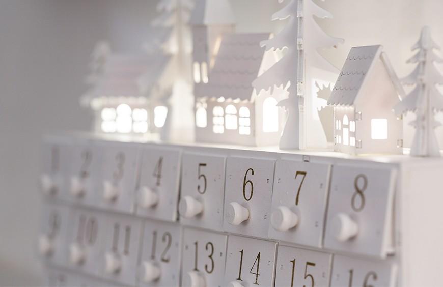 Offer a Pre-Wedding calendar for Christmas